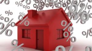 des pourcentages tombent sur une maison, ce qui crée un rapport direct entre l'immobilier et les taux des crédits