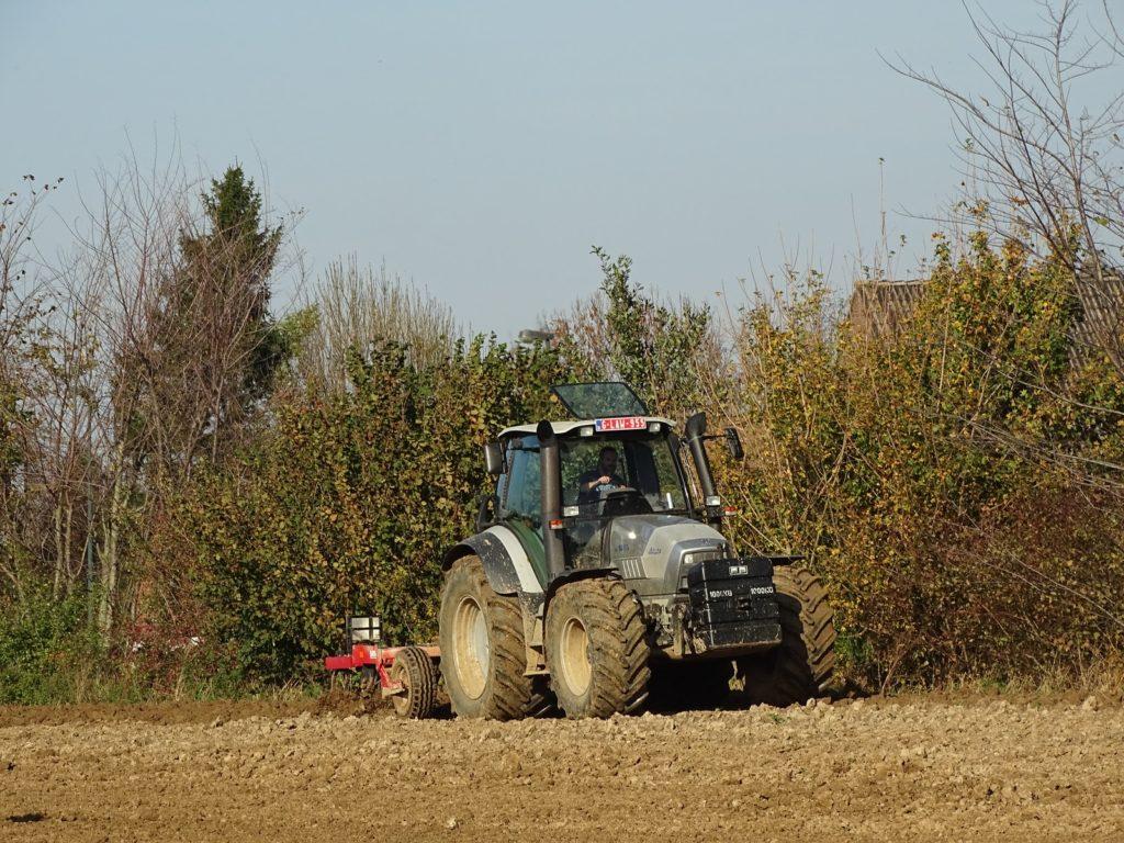 http://rachat-2-credit.fr/wp-content/uploads/2013/04/rachat-de-credit-exploitant-agriculteur.jpg